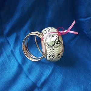unknown Jewelry - Bangle set.green snake like textured print.